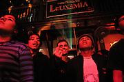 CONCIERTO DE LEUSEMIA Y RAFO RAEZ Y LOS PARANOIAS EN EL CENTRO CULTURAL LA NOCHE DE BARRANCO.EL VIERNES 27 DE AGOSTO DEL 2004