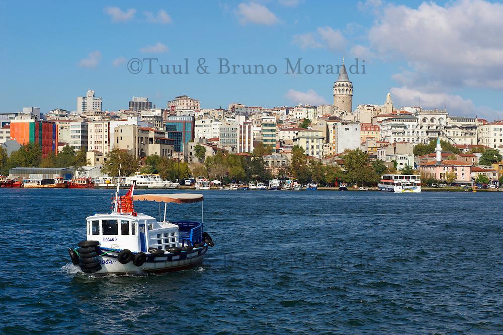 Turquie, Istanbul, la Corne d'Or au quartier Eminonu // Turkey, Istanbul, Golden Horn, Eminonu neighbourhood