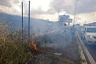 Roma 28 Giugno 2013<br /> Incendio di sterpaglie in via Casilina al civico 900, ex campo rom.Un addetto della squadra antincendio della Protezione Civile durante le operazioni di spegnimento dell' incendio.