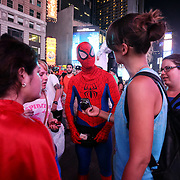 Spider Man in Times Square, la più famosa, luminosa e caotica piazza di New York.