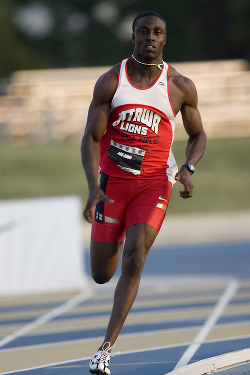 14 July 2007 (Windsor--Canada) --  Richard Adu-Bobie competing in the 200m heats at the 2007 Canada National Track and Field Championships...