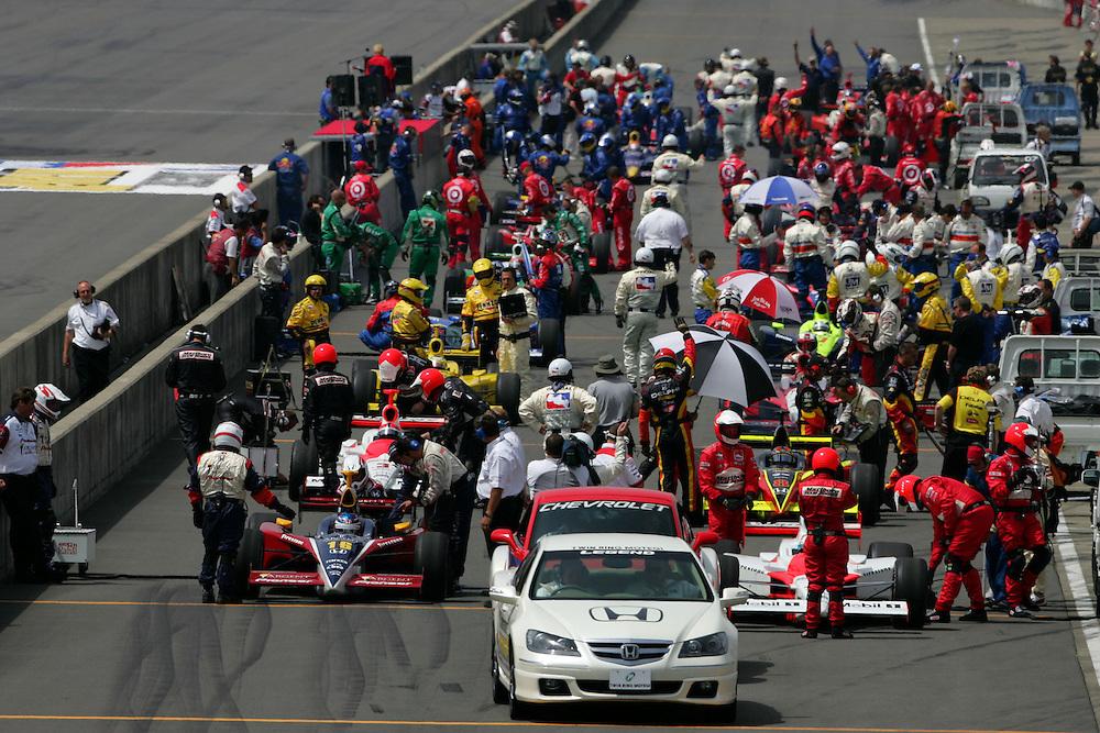 Starting grid at the Twin Ring Motegi, Japan Indy 300, April 30, 2005