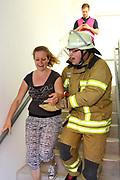 Mannheim. 12.06.17 | Freiwillige Feuerwehr übt <br /> Neckarau. Freiwillige Feuerwehr übt Rettungseinsatz in verwinkelten Gebäuden. Dazu hat das Lager Prime Selfstorage das Gebäude zur Verfügung gestellt. Übung der Freiwilligen Feierwehr <br /> <br /> <br /> BILD- ID 1077 |<br /> Bild: Markus Prosswitz 12JUN17 / masterpress (Bild ist honorarpflichtig - No Model Release!)