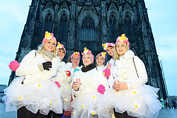 23.02.2017, Koeln, GER, Karneval, Weiberfastnacht, im Bild Verkleidete Maedchen vor dem Koelner Dom // during Women's Night of Cologne Carnival 2017. Koeln, Germany on 2017/02/23. EXPA Pictures © 2017, PhotoCredit: EXPA/ Eibner-Pressefoto/ Schueler<br /> <br /> *****ATTENTION - OUT of GER*****