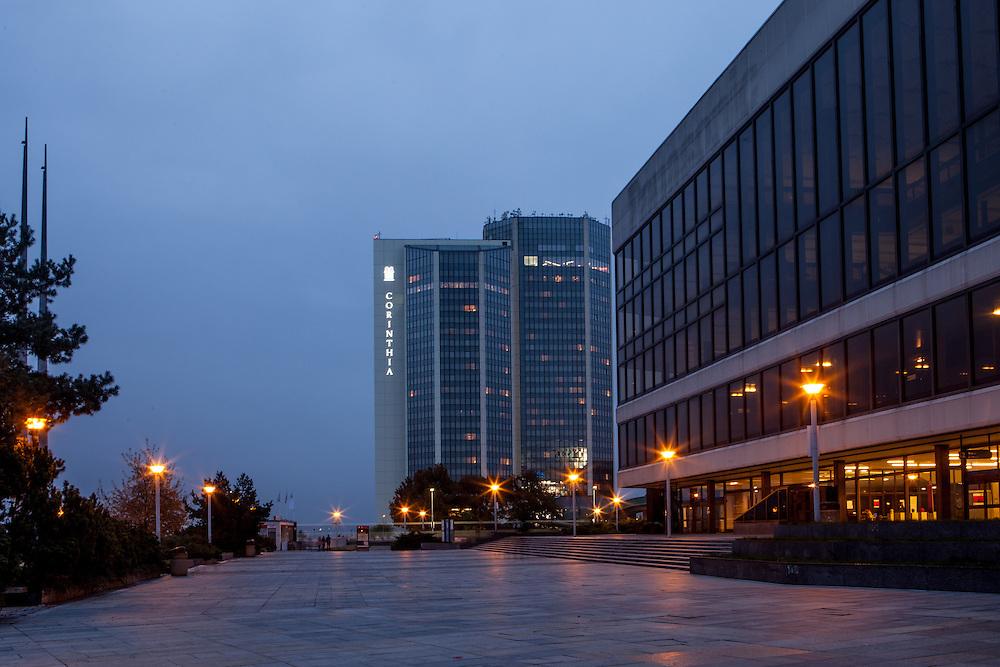 Das Prager Kongresszentum (rechts) mit dem Hotel Corinthia im Hintergrund.