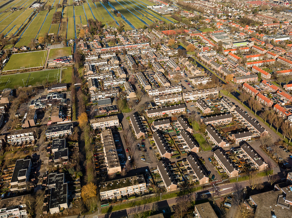 Nederland, Zuid-Holland, Gemeente Lekkerkerk, 20-02-2012; Lekkerkerk-West,  de wijk is bekend van het gifschandaal uit de jaren '80.Residential district Lekkerkerk-West, known of the environmental poison scandal from the 80s..luchtfoto (toeslag), aerial photo (additional fee required);.copyright foto/photo Siebe Swart.
