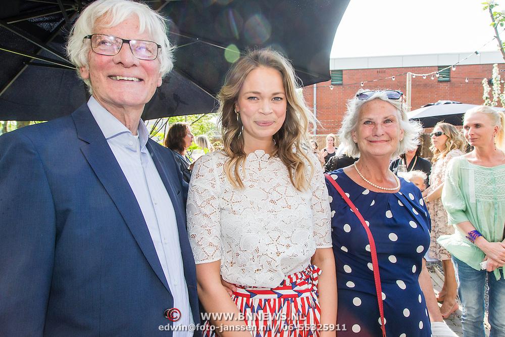 NLD/Amsterdam/20160509 - Boekpresentatie 'Het boek van Jet', schrijfster Jet van Nieuwkerk en haar oma en opa