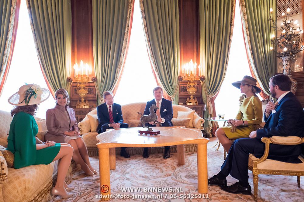 LUX/Luxembug/20180523 - Staatbezoek Luxemburg 2018 dag 1, aankomst Willem-Alexander en Maxima, begroeting door Groothertog Henri en Groothertogin Maria Terea en kinderen