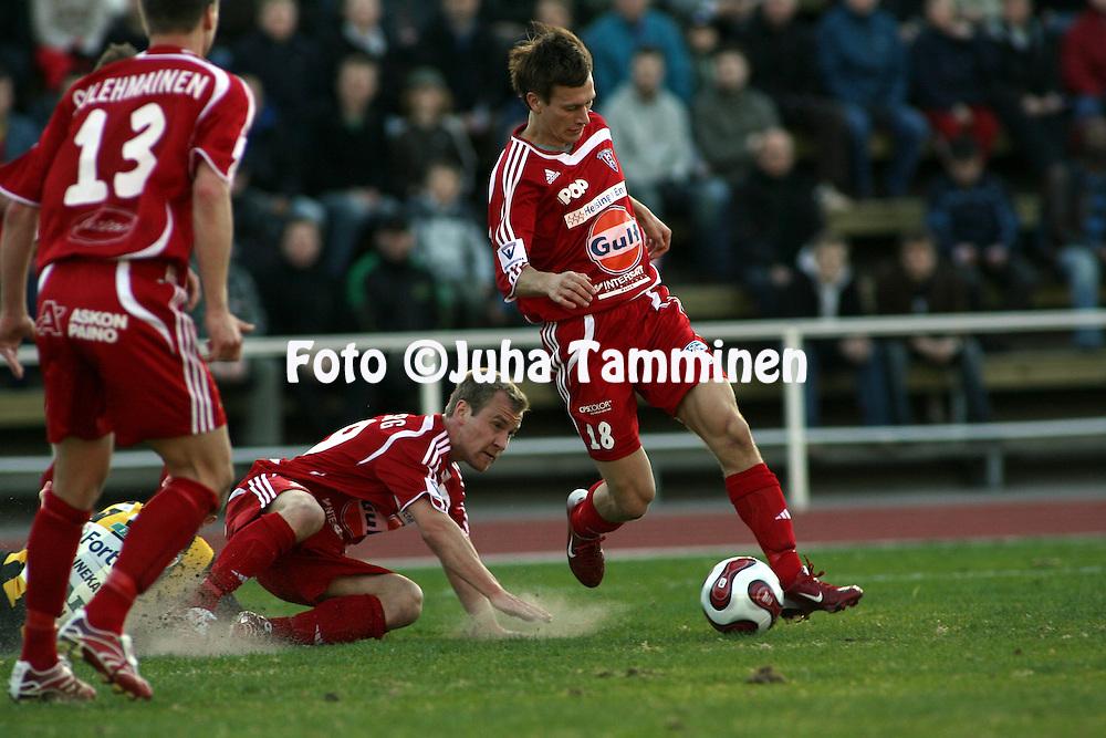 27.04.2007, Vuosaari, Helsinki, Finland..Veikkausliiga 2007 - Finnish League 2007.FC Viikingit - FC Honka.Jussi Heikel? & Max Lundberg - Viikingit.©Juha Tamminen.....ARK:k