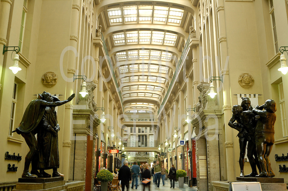 Deutschland, Leipzig,  Mädler Passage am Eingang zu Auerbachs Keller|Deutschland, Leipzig, Mädler Passage (historic shopping mall) at entrance to Auerbachs Keller