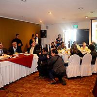 Toluca, México.- Braulio  Álvarez Jasso, presidente municipal de Toluca y Carlos Mendieta Cerón, presidente de la Fundación Tláloc, en conferencia de prensa lanzaron la convocatoria para buscar nombre al programa de bicicleta pública de la capital mexiquense, que pretende instalar 300 bicicletas  para uso de la ciudadanía. Agencia MVT / Crisanta Espinosa