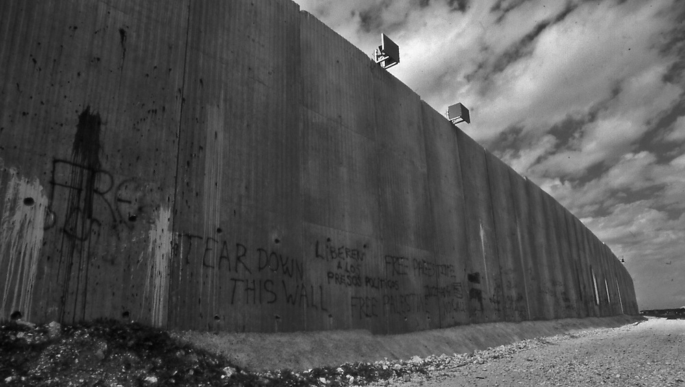 Long and high wall separates Palestinians from Israeli at Qalqilya in the West Bank