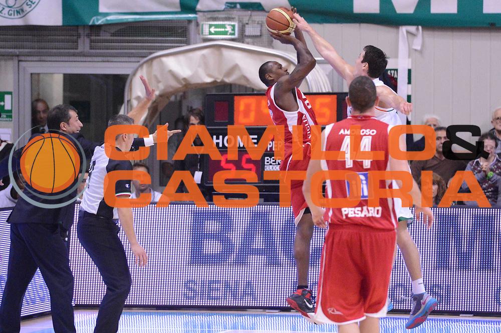 DESCRIZIONE : Siena Lega A 2012-13 Montepaschi Siena Scavolini Banca Marche Pesaro<br /> GIOCATORE :  Antwaine Barbour<br /> CATEGORIA : tiro<br /> SQUADRA : Scavolini Banca Marche Pesaro<br /> EVENTO : Campionato Lega A 2012-2013 <br /> GARA : Montepaschi Siena Scavolini Banca Marche Pesaro<br /> DATA : 21/10/2012<br /> SPORT : Pallacanestro <br /> AUTORE : Agenzia Ciamillo-Castoria/GiulioCiamillo<br /> Galleria : Lega Basket A 2012-2013  <br /> Fotonotizia :  Siena Lega A 2012-13 Montepaschi Siena Scavolini Banca Marche Pesaro<br /> Predefinita :