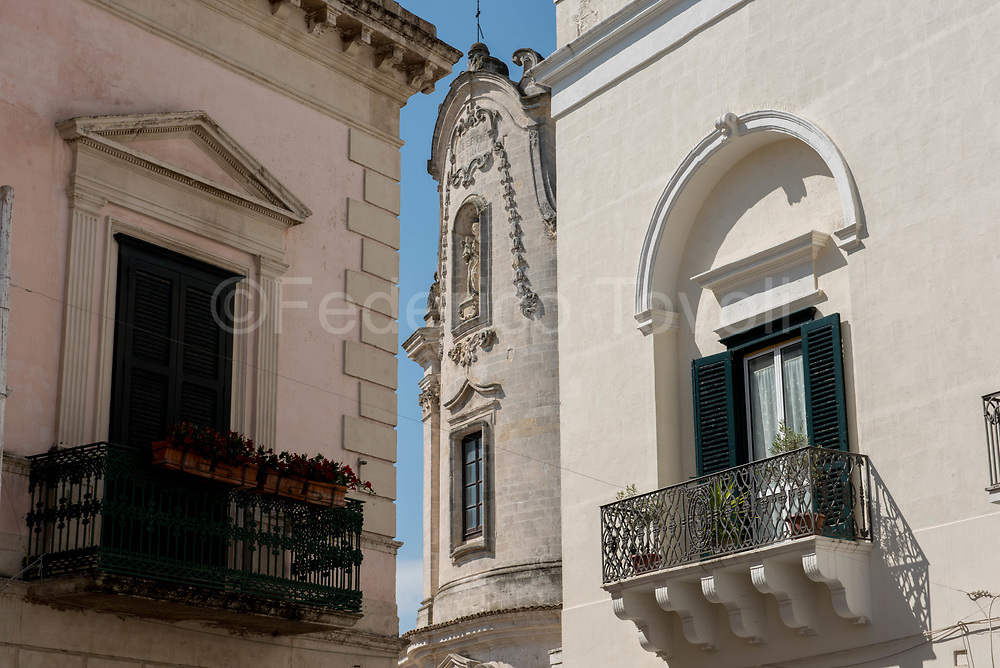 The facade of the church of Purgatorio marks the houses