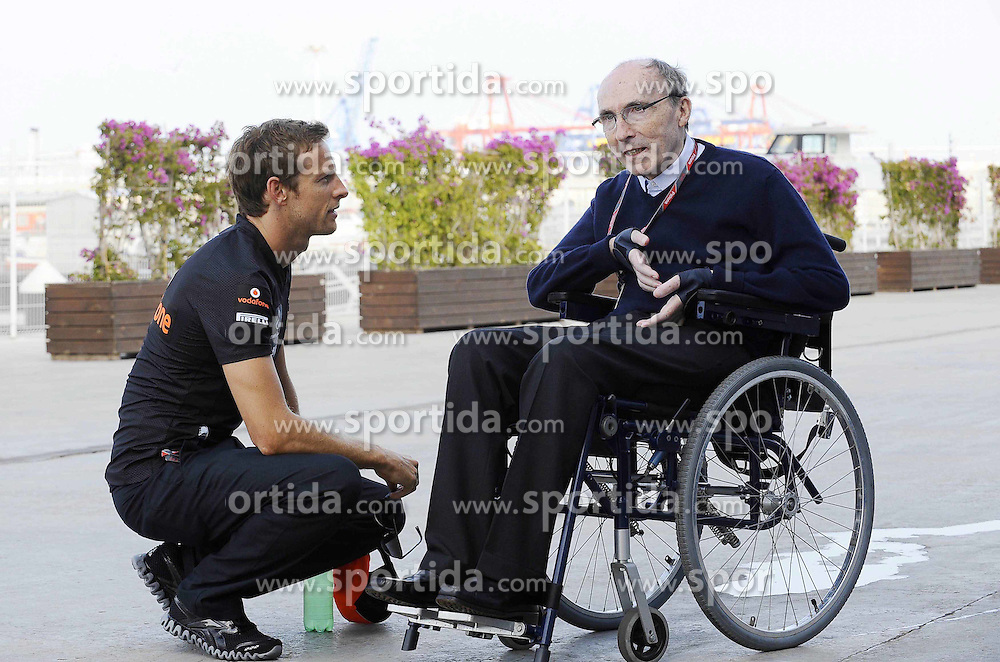 24.06.2011, Valencia-Street-Circuit, Silverstone, ESP, Großer Preis von Europa, Valencia, RACE 08, im Bild  Jenson Button (GBR),  McLaren F1 Team  - Sir Frank Williams (GBR), WilliamsF1 Team, Team Chief, Managing Director, Team Principal    EXPA Pictures © 2011, PhotoCredit: EXPA/ nph/  Dieter Mathis        ****** only for AUT, POL & SLO ******
