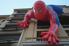 China: Giant spider man dangles on residential buildings, 21 September 2016