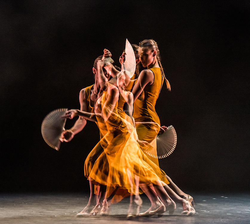 I come to my body as a Question - dotdotdot dance performed by Yinka Esi Graves, Noemi Luz and Magdalena Mannion - Sadler's Wells, London, 2nd Feb 2017.
