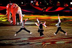 11.07.2010, Soccer-City-Stadion, Johannesburg, RSA, FIFA WM 2010, Finale, Niederlande (NED) vs Spanien (ESP) im Bild Choreografie bei der Schlusszeremonie, EXPA Pictures © 2010, PhotoCredit: EXPA/ InsideFoto/ Perottino *** ATTENTION *** FOR AUSTRIA AND SLOVENIA USE ONLY! / SPORTIDA PHOTO AGENCY