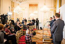 15.01.2020, Bundeskanzleramt, Wien, AUT, Bundesregierung, Pressefoyer nach Sitzung des Ministerrats, im Bild v. l. Rudolf Anschober (Gruene), Karl Nehammer (OeVP)// during media briefing after cabinet meeting at the federal chancellery in Vienna, Austria on 2020/01/15. EXPA Pictures © 2020, PhotoCredit: EXPA/ Florian Schroetter