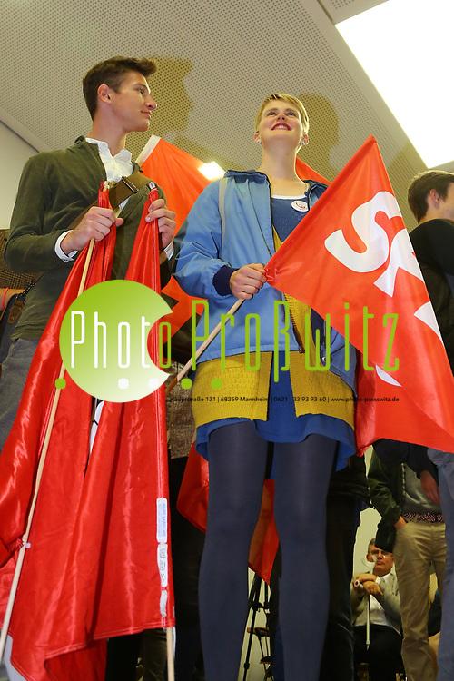 Mannheim. 24.09.17 | ID 074 |<br /> Innenstadt. Abendakademie. Wahl. Bundestagswahl 1017. Wahlparty zur Wahl.<br /> Feature und erste Reaktionen.<br /> - Jusos (SPD) Jugend der SPD<br /> (linke) zieht in den Bundestag ein.<br /> Bild: Markus Pro&szlig;witz 24SEP17 / masterpress