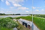 Nederland, Pannerden, 21-5-2015Fort Pannerden gerestaureerd. Het fort uit het verdedigingswerk de Hollandse Waterlinie is jarenlang door krakers beoond, maar nu door staatsbosbeheer opgeknapt en gerestaureerd om een museale functie te krijgen.Het is een polygonaal sperfort gelegen op de Pannerdensche Kop, het punt waar de Rijn zich splitst in Pannerdensch Kanaal en Waal. Het fort ligt in het natuurgebied de Klompenwaard, onderdeel van de Gelderse Poort.De restauratie van het fort is afgerond. In het fort komen musea, Ballistisch Museum en Streekmuseum, een informatiepunt voor Rijkswaterstaat , Staatsbosbeheer en een toeristisch informatiepunt. Gebouwd tussen 1869 en 1872.Het wordt gerund door vooral oudere vrijwilligers, die ook het inrichten doen.Foto: Flip Franssen/Hollandse Hoogte