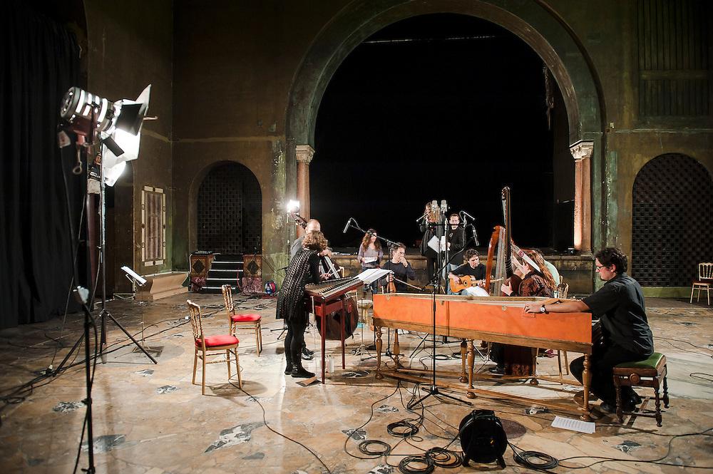 """Séance d'enregistrement de """"Mediterraneo"""", le 3 octobre 2012, par l'Ensemble L'Arpeggiata - Christina Pluhar au Palais de Behague de l'Ambassade de Roumanie à Paris."""