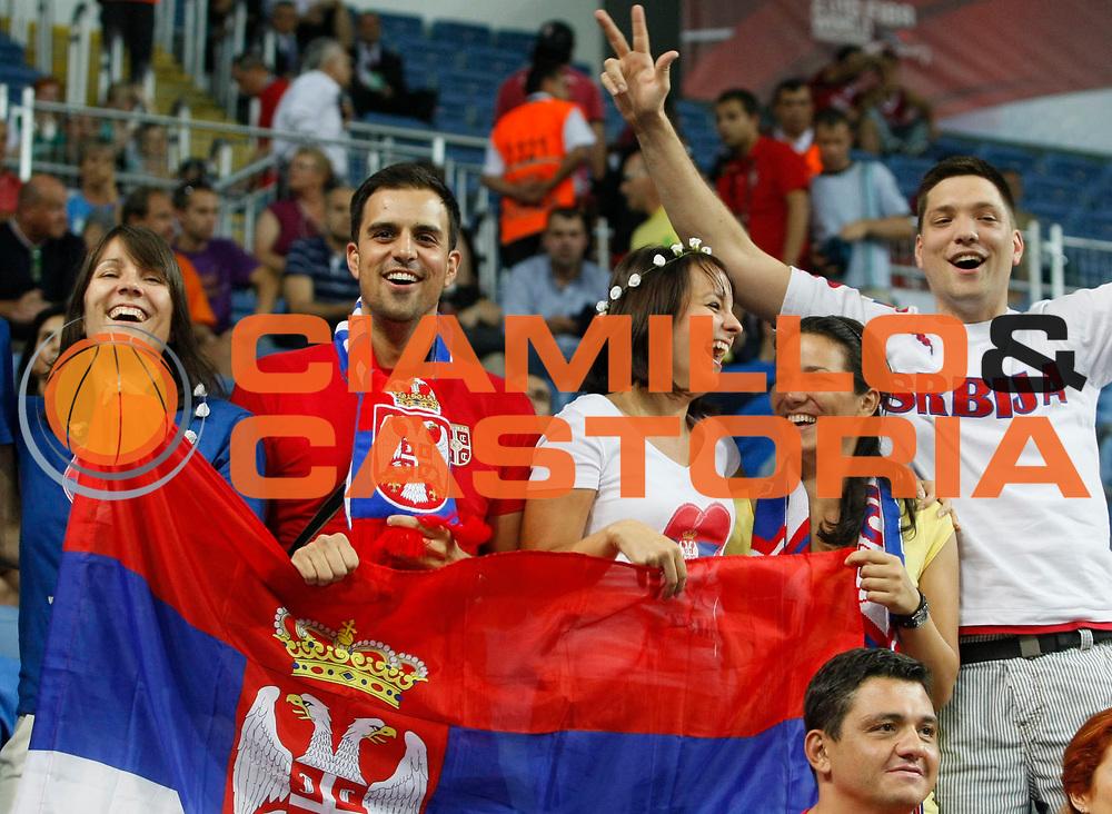 DESCRIZIONE : Istanbul Turchia Turkey Men World Championship 2010 Quarter Finals Campionati Mondiali Quarti di Finale Serbia Spain<br /> GIOCATORE : Supporters Serbia Tifosi Serbia<br /> SQUADRA : Serbia<br /> EVENTO : Istanbul Turchia Turkey Men World Championship 2010 Campionato Mondiale 2010<br /> GARA : Serbia Spain Serbia Spagna<br /> DATA : 08/09/2010<br /> CATEGORIA : esultanza tifosi supporters<br /> SPORT : Pallacanestro <br /> AUTORE : Agenzia Ciamillo-Castoria/M.Metlas<br /> Galleria : Turkey World Championship 2010<br /> Fotonotizia : Istanbul Turchia Turkey Men World Championship 2010 Quarter Finals Campionati Mondiali Quarti di Finale Serbia Spain<br /> Predefinita :