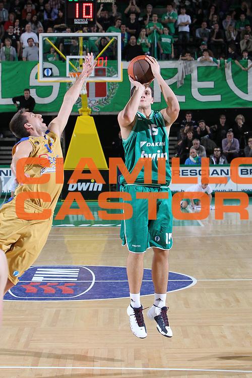 DESCRIZIONE : Treviso Lega A 2010-11 Eurocup Qualifyng Round BWIN Benetton Treviso Asefa Estudiantes Madrid<br /> GIOCATORE : Alessandro Gentile<br /> SQUADRA : BWIN Benetton Treviso Asefa Estudiantes Madrid<br /> EVENTO : Campionato Lega A 2010-2011 <br /> GARA : BWIN Benetton Treviso Asefa Estudiantes Madrid<br /> DATA : 07/12/2010<br /> CATEGORIA : Tiro<br /> SPORT : Pallacanestro <br /> AUTORE : Agenzia Ciamillo-Castoria/G.Contessa<br /> Galleria : Lega Basket A 2010-2011 <br /> Fotonotizia : Treviso Lega A 2010-11 Eurocup Qualifyng Round BWIN Benetton Treviso Asefa Estudiantes Madrid<br /> Predefinita :