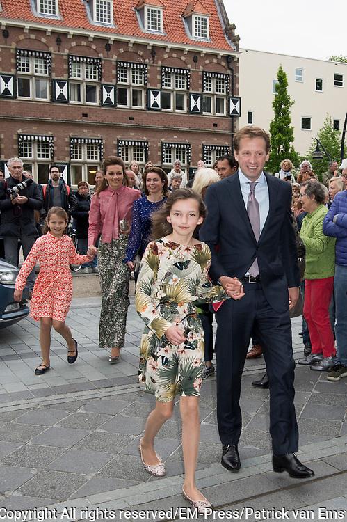 80e verjaardag van Prof. mr. Pieter van Vollenhoven in theater Figi in Zeist<br /> <br /> 80th birthday of Prof. dr. Pieter van Vollenhoven in the Figi theater in Zeist<br /> <br /> Op de foto / On the photo:  Prinses Annemarie, Prins Floris en Prinses Aimee met hun dochters Magali en Eliane // Princess Annemarie, Prince Floris and Princess Aimee with their daughters Magali and Eliane