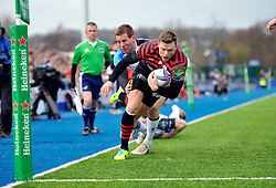 Chris Ashton (Saracens) scores the opening try - Photo mandatory by-line: Patrick Khachfe/JMP - Tel: Mobile: 07966 386802 18/01/2014 - SPORT - RUGBY UNION - Allianz Park, London - Saracens v Connacht Rugby - Heineken Cup.