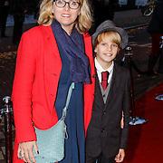 NLD/Amsteram/20121021- Premiere HEMA de Musical, Tamara Bos, schrijfster van de musical met haar zoon