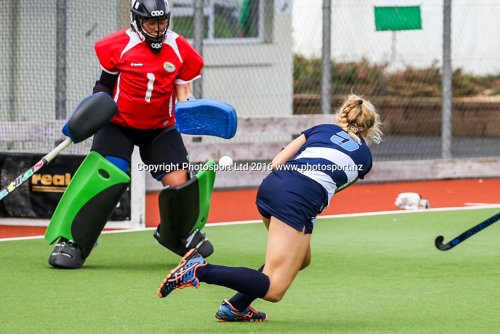 Auckland's Fiona Burnett shoots for goal. Auckland v Central Women, FORD National Hockey League, ITM Hockey Centre, Whangarei, New Zealand. Friday 16 September, 2016. Copyright photo: Heath Johnson / www.photosport.nz