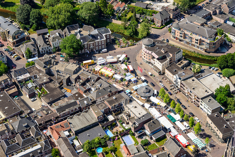 Nederland, Noord-Brabant, Gemeente Veghel, 26-06-2014; centrum met Hoofdstraat en de jaarlijkse kermis.<br /> luchtfoto (toeslag op standaard tarieven);<br /> aerial photo (additional fee required);<br /> copyright foto/photo Siebe Swart.
