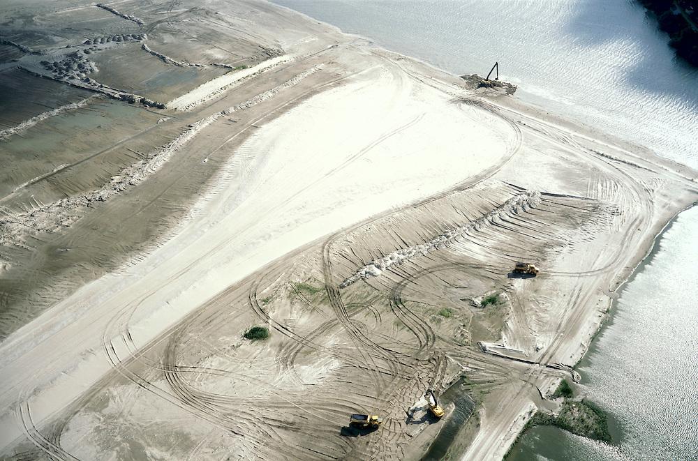 Nederland, Amsterdam, IJburg, 25-09-2002; grondwerkzaamheden op de rand van een de eilanden van het nieuwe stadsdeel IJburg; dragline, kipauto (kiepauto), zand, opspuiten, landaanwinning, bouw, woningbouw, stadsvernieuwing, planologie, stedebouw, infrastructuur, zie ook andere (detail)foto's van deze lokatie;<br /> luchtfoto (toeslag), aerial photo (additional fee)<br /> foto /photo Siebe Swart