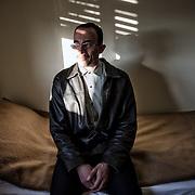 Mohamed Matok, avocat syrien, dans la maison de la Caritas où est hébergé à Syracuse. Il vient d'arriver de Damas pour récupérer les effets personnels et visiter la tombe de son frère, Bilal, victime de naufrage le 24/8/2014, en tentant d'atteindre les cotes siciliennes et l'Europe