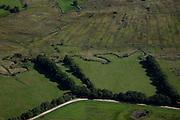 Nederland, Drenthe, Gemeente Vries, 08-09-2009; stroomdal of beekdal van de  Drentsche Aa met meanderende beek. Het stelsel van beken zorg voor goede (naturlijke) afwatering. Gastersche Diep (boven)voegt zich bij Taarlosche Diep en gaat verder als Oudemolensche Diep (links)..Drentse Aa maakt deel uit van Nationaal beek- en esdorpenlandschap Drentsche Aa (Nationaal Park en Nationaal Landschap)..Brook or stream valley of the Aa Drentsche with meandering stream. The system of streams ensure proper (natural) drainage. The region is both a national park and national landscape.luchtfoto (toeslag); aerial photo (additional fee required); .foto Siebe Swart / photo Siebe Swart