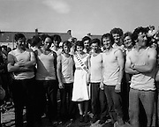 Dingle Regatta.22/08/1976.08/22/1976.22nd August 1976.Dingle Regatta Queen, Miss Mary Moore pictured center with participants in the Seine boat race.