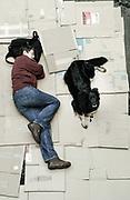 Vera mit Nanu: &bdquo;Ein Hund bringt dir auch wieder Kontakte zu<br /> Menschen. Wenn du mit einem Hund unterwegs bist, spricht dich<br /> jeder an. Will ihn streicheln, unterh&auml;lt sich mit dir. Früher, als ich<br /> noch in einer Wohnung mit meinem Ex-Mann war, hatten wir<br /> auch einen Hund.&ldquo;