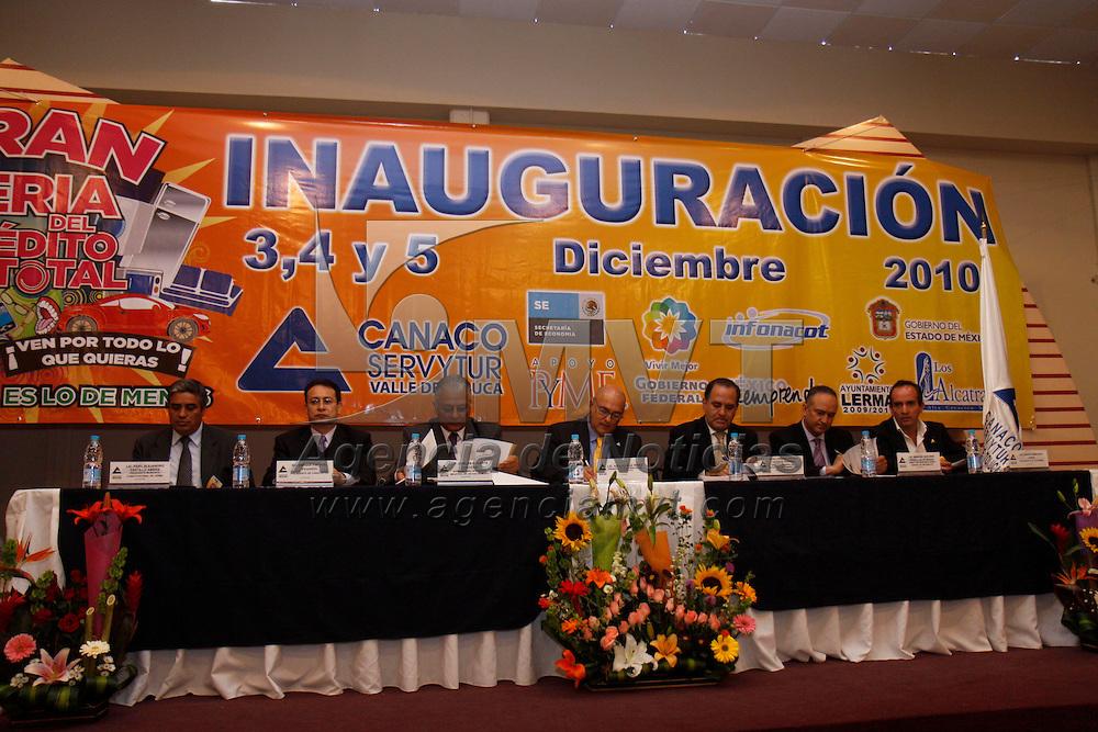 LERMA, México.- Adolfo Ruiz Pérez, presidente de la CANACO-SERVITUR en  Toluca, reconoció el esfuerzo hecho por empresarios y las distintas Cámaras de comercio para llevar a cabo la Feria Total del Crédito, que facilita a las personas adquirir productos para sus hogares. Agencia MVT / Crisanta Espinosa. (DIGITAL)