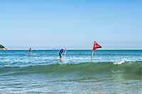 Stand up paddle na Praia dos Açores. Florianópolis, Santa Catarina, Brasil. / Stand up paddle at Acores Beach. Florianopolis, Santa Catarina, Brazil.