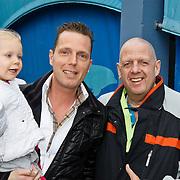 NLD/Harderwijk/20100320 - Opening nieuwe Dolfinarium seizoen met nieuwe show, Rob Geus en dochter Esmee en Henk Bles