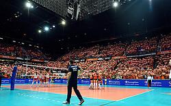 03-10-2015 NED: Volleyball European Championship Semi Final Nederland - Turkije, Rotterdam<br /> Nederland verslaat Turkije in de halve finale met ruime cijfers 3-0 / Ahoy Oranje gekleird, publiek, support, Maret Balkestein-Grothues #6, Coach Giovanni Guidetti, Debby Pilon-Stam #16, Yvon Belien #3, Lonneke Sloetjes #10, Anne Buijs #11