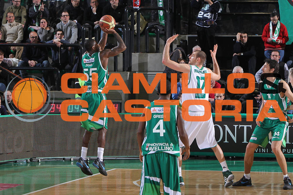 DESCRIZIONE : Treviso Lega A 2011-12 Benetton Treviso Sidigas Avellino<br /> GIOCATORE : Taquan Dean <br /> SQUADRA : Benetton Treviso Sidigas Avellino<br /> EVENTO : Campionato Lega A 2011-2012 <br /> GARA : Benetton Treviso Sidigas Avellino<br /> DATA : 04/02/2012<br /> CATEGORIA : Tiro<br /> SPORT : Pallacanestro <br /> AUTORE : Agenzia Ciamillo-Castoria/G.Contessa<br /> Galleria : Lega Basket A 2011-2012 <br /> Fotonotizia : Treviso Lega A 2011-12 Benetton Treviso Sidigas Avellino<br /> Predfinita :