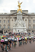 LONDON UK 30TH JULY 2016:  The Mall and Buckingham Palace. The Prudential RideLondon Classique elite womens' race. Prudential RideLondon in London 30th July 2016<br /> <br /> Photo: Jon Buckle/Silverhub for Prudential RideLondon<br /> <br /> Prudential RideLondon is the world's greatest festival of cycling, involving 95,000+ cyclists – from Olympic champions to a free family fun ride - riding in events over closed roads in London and Surrey over the weekend of 29th to 31st July 2016. <br /> <br /> See www.PrudentialRideLondon.co.uk for more.<br /> <br /> For further information: media@londonmarathonevents.co.uk