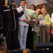 NLD/Huizen/20050709 - Concert Rabobank 100 jaar in Huizen, uitreiking wedstrijd beste winkel van Huizen 2005