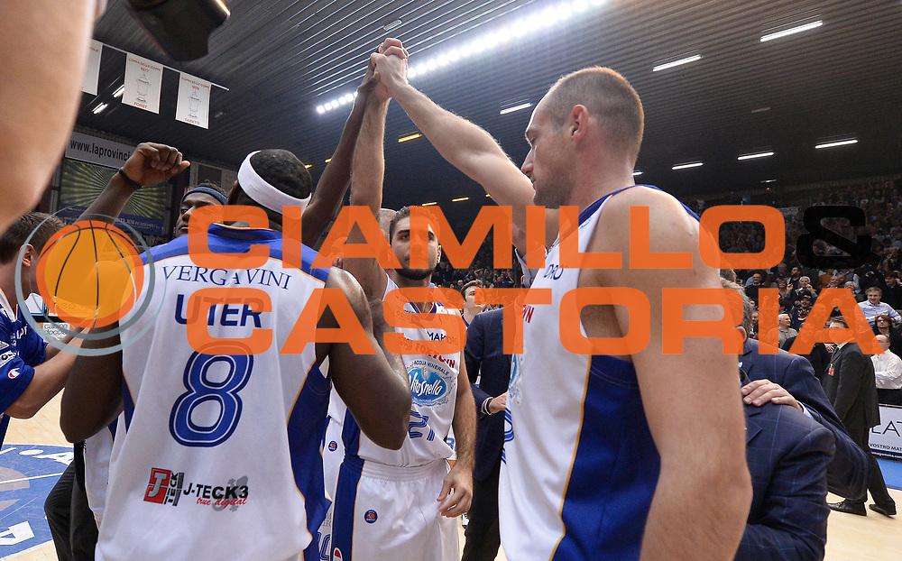 DESCRIZIONE : Cantu' campionato serie A 2013/14 Acqua Vitasnella Cantu' Montepaschi Siena<br /> GIOCATORE : team cantu'<br /> CATEGORIA : esultanza<br /> SQUADRA : Acqua Vitasnella Cantu'<br /> EVENTO : Campionato serie A 2013/14<br /> GARA : Acqua Vitasnella Cantu' Montepaschi Siena<br /> DATA : 24/11/2013<br /> SPORT : Pallacanestro <br /> AUTORE : Agenzia Ciamillo-Castoria/R.Morgano<br /> Galleria : Lega Basket A 2013-2014  <br /> Fotonotizia : Cantu' campionato serie A 2013/14 Acqua Vitasnella Cantu' Montepaschi Siena<br /> Predefinita :