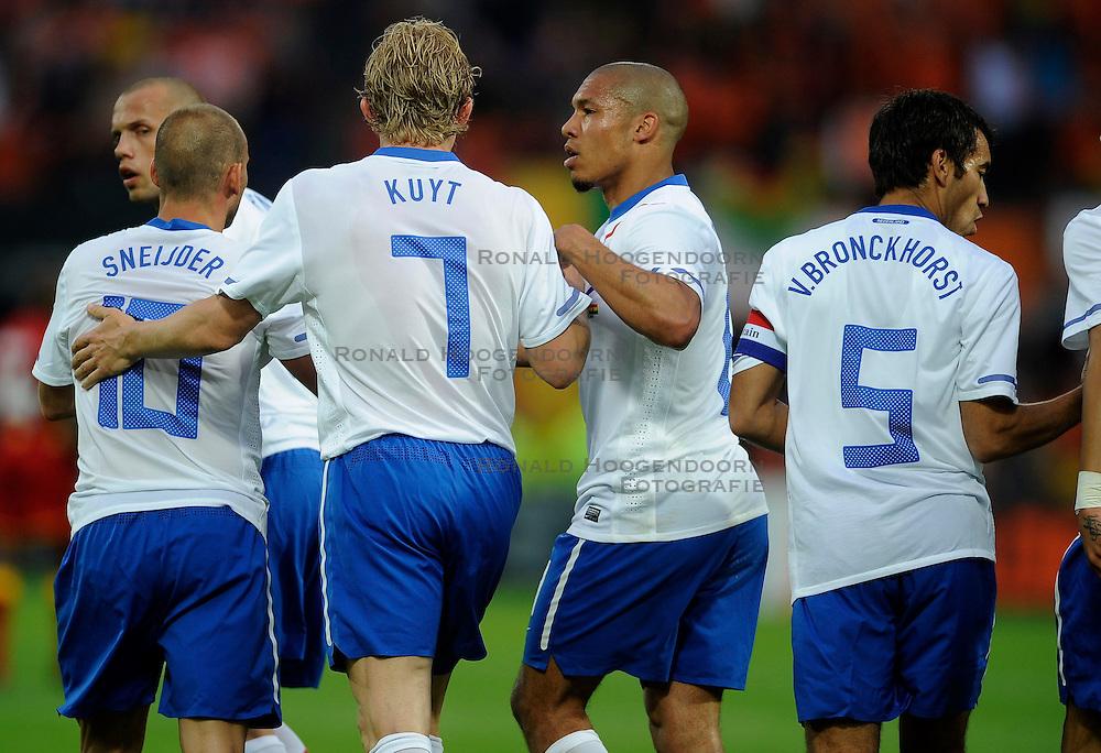 01-06-2010 VOETBAL: NEDERLAND - GHANA: ROTTERDAM<br /> Nederland wint vrij eenvoudig de oefenwedstrijd van Ghana / Dirk Kuyt, Nigel de Jong en Giovanni van Bronckhorst<br /> &copy;2010-WWW.FOTOHOOGENDOORN.NL