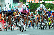 Evelyn Garcia durante competencias en la vuelta ciclista de El Salvador. Evelyn Garcia es una de las representantes de El Salvador en los juegos Olimpicos de Londres. Photo: Mario Martinez/Imaganes Libres.