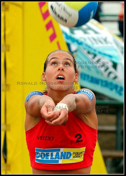 23-08-2003 NED: NK Beachvolleybal, Scheveningen<br /> Merel Mooren