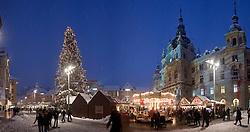 03.12.2010, Winter in Graz, im Bild Weihnachtsmarkt am Hauptplatz vor dem Rathaus, EXPA Pictures © 2010, PhotoCredit: EXPA/ Erwin Scheriau